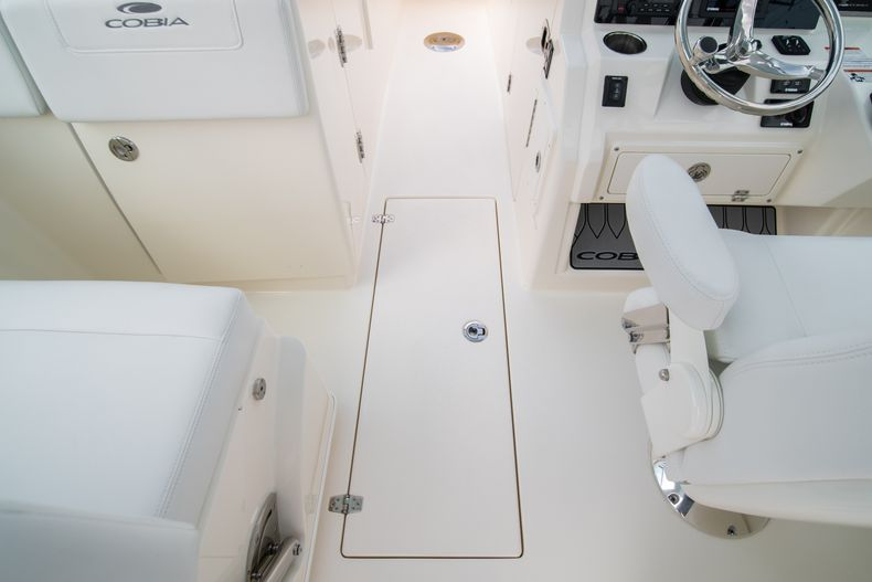 Thumbnail 38 for New 2020 Cobia 280 DC Dual Console boat for sale in West Palm Beach, FL
