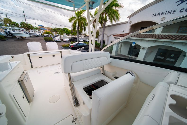 Thumbnail 37 for New 2020 Cobia 280 DC Dual Console boat for sale in West Palm Beach, FL