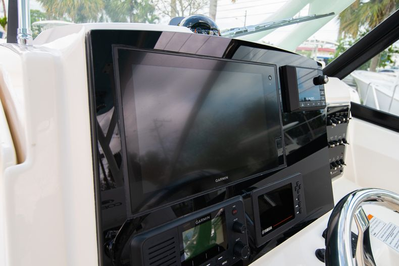 Thumbnail 29 for New 2020 Cobia 280 DC Dual Console boat for sale in West Palm Beach, FL