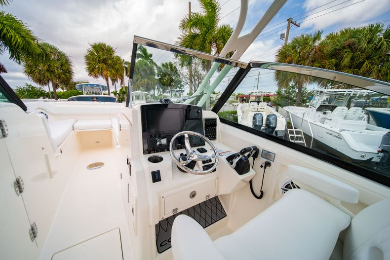 Thumbnail 27 for New 2020 Cobia 280 DC Dual Console boat for sale in West Palm Beach, FL