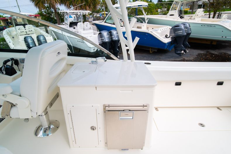 Thumbnail 22 for New 2020 Cobia 280 DC Dual Console boat for sale in West Palm Beach, FL