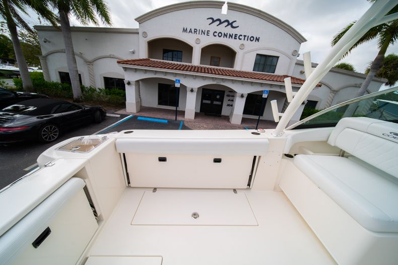 Thumbnail 19 for New 2020 Cobia 280 DC Dual Console boat for sale in West Palm Beach, FL