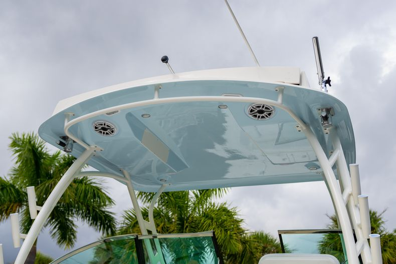 Thumbnail 8 for New 2020 Cobia 280 DC Dual Console boat for sale in West Palm Beach, FL