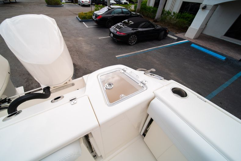 Thumbnail 17 for New 2020 Cobia 280 DC Dual Console boat for sale in West Palm Beach, FL