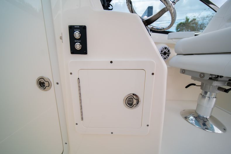 Thumbnail 42 for New 2020 Cobia 280 DC Dual Console boat for sale in West Palm Beach, FL