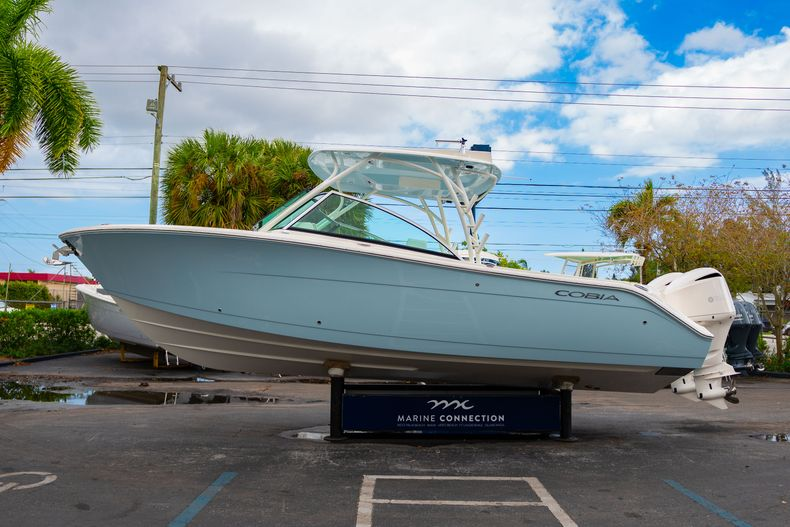 Thumbnail 4 for New 2020 Cobia 280 DC Dual Console boat for sale in West Palm Beach, FL