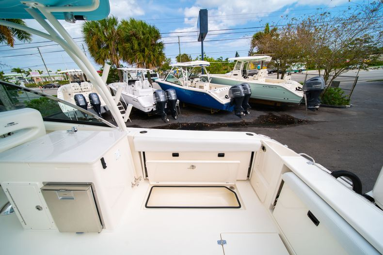 Thumbnail 15 for New 2020 Cobia 280 DC Dual Console boat for sale in West Palm Beach, FL