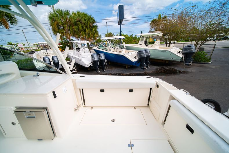 Thumbnail 14 for New 2020 Cobia 280 DC Dual Console boat for sale in West Palm Beach, FL