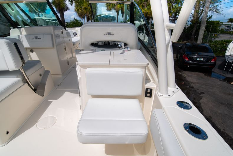 Thumbnail 19 for New 2020 Cobia 240 DC Dual Console boat for sale in Vero Beach, FL