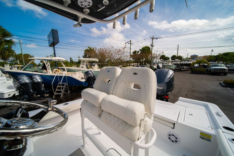 Thumbnail 26 for New 2020 Sportsman Masters 247 Bay Boat boat for sale in West Palm Beach, FL