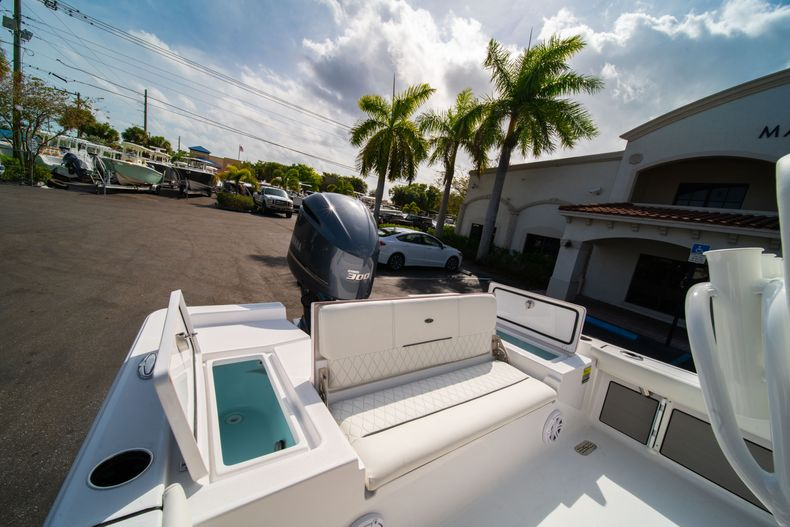 Thumbnail 10 for New 2020 Sportsman Masters 247 Bay Boat boat for sale in West Palm Beach, FL