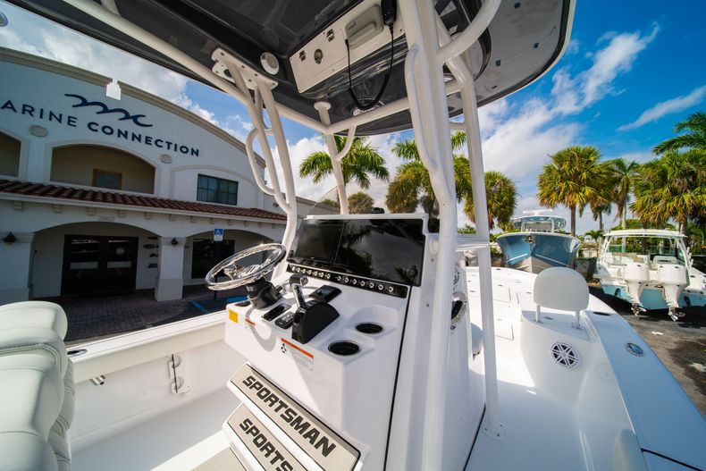 Thumbnail 17 for New 2020 Sportsman Masters 247 Bay Boat boat for sale in West Palm Beach, FL