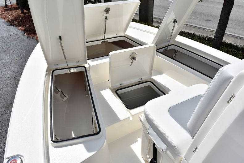 Thumbnail 17 for New 2020 Pathfinder 2300 HPS boat for sale in Fort Lauderdale, FL