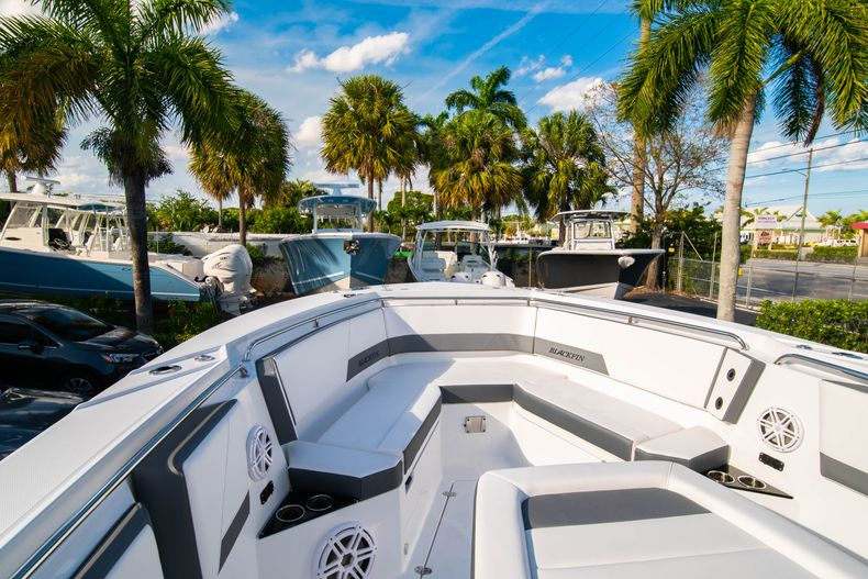 Thumbnail 54 for New 2020 Blackfin 332CC boat for sale in Fort Lauderdale, FL