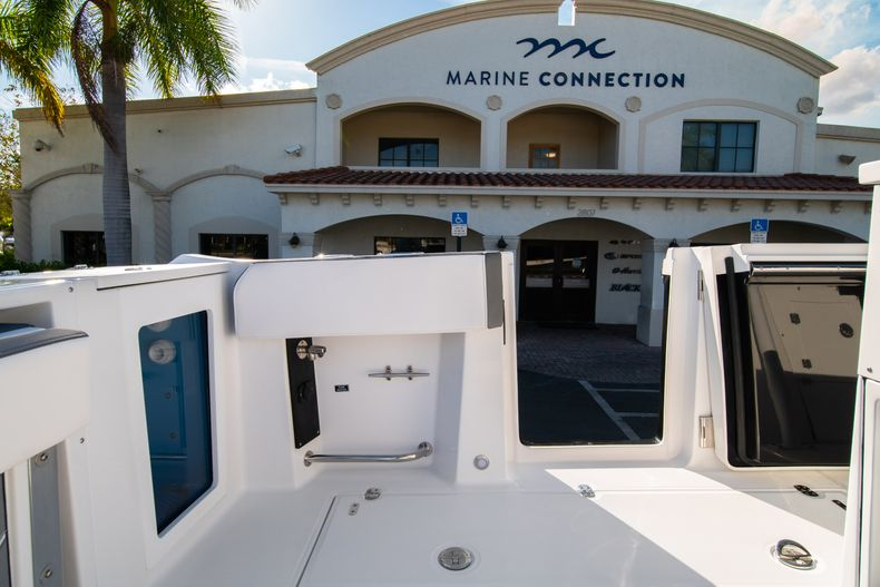 Thumbnail 25 for New 2020 Blackfin 332CC boat for sale in Fort Lauderdale, FL