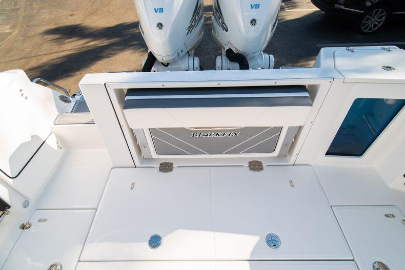 Thumbnail 13 for New 2020 Blackfin 332CC boat for sale in Fort Lauderdale, FL
