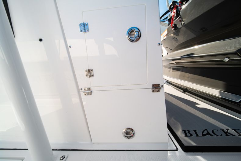 Thumbnail 31 for New 2020 Blackfin 332CC boat for sale in Fort Lauderdale, FL