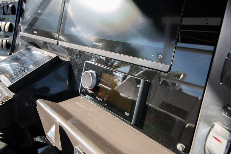 Thumbnail 34 for New 2020 Blackfin 332CC boat for sale in Fort Lauderdale, FL