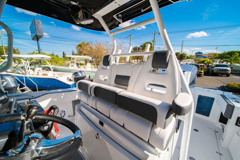 Thumbnail 44 for New 2020 Blackfin 332CC boat for sale in Fort Lauderdale, FL