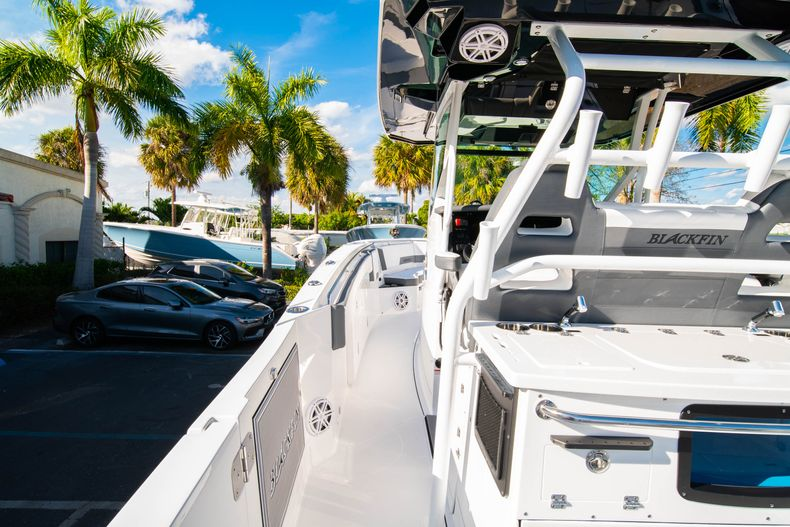 Thumbnail 26 for New 2020 Blackfin 332CC boat for sale in Fort Lauderdale, FL