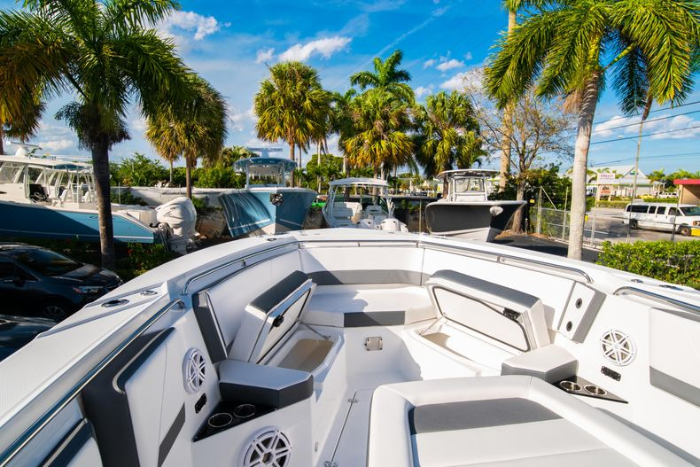 Thumbnail 55 for New 2020 Blackfin 332CC boat for sale in Fort Lauderdale, FL
