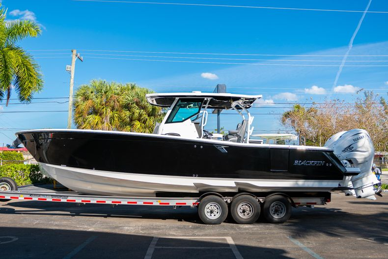 Thumbnail 6 for New 2020 Blackfin 332CC boat for sale in Fort Lauderdale, FL