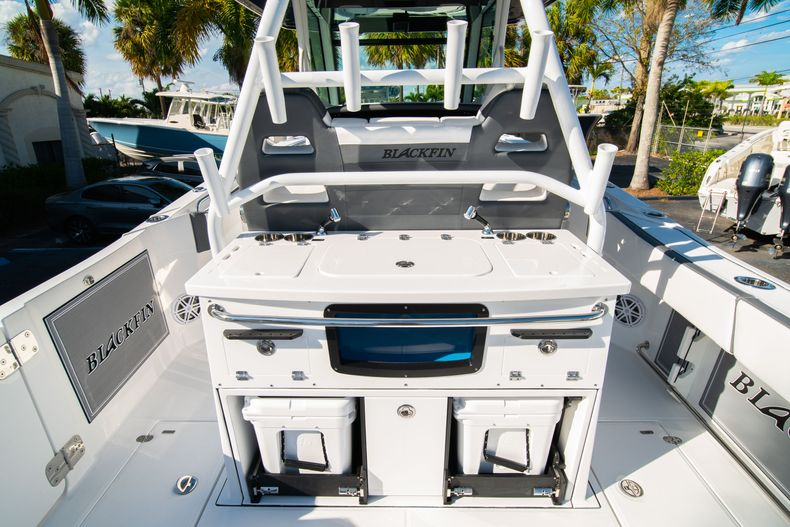 Thumbnail 22 for New 2020 Blackfin 332CC boat for sale in Fort Lauderdale, FL