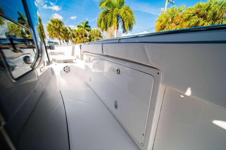 Thumbnail 46 for New 2020 Blackfin 332CC boat for sale in Fort Lauderdale, FL