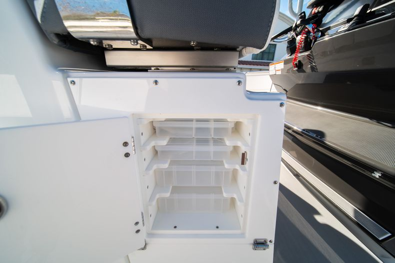 Thumbnail 30 for New 2020 Blackfin 332CC boat for sale in Fort Lauderdale, FL