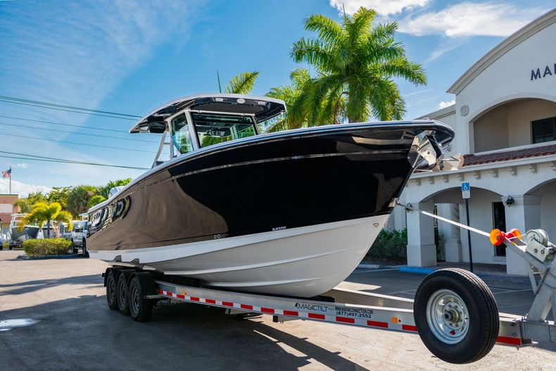 Thumbnail 1 for New 2020 Blackfin 332CC boat for sale in Fort Lauderdale, FL