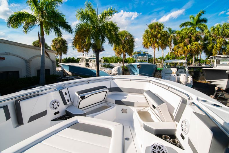 Thumbnail 52 for New 2020 Blackfin 332CC boat for sale in Fort Lauderdale, FL