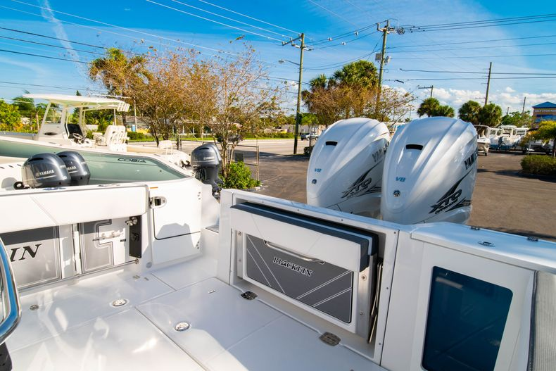 Thumbnail 15 for New 2020 Blackfin 332CC boat for sale in Fort Lauderdale, FL