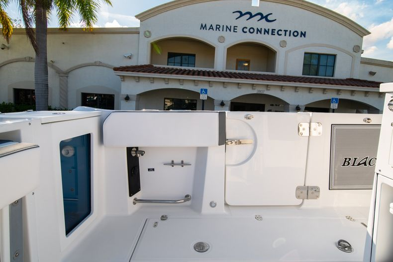 Thumbnail 24 for New 2020 Blackfin 332CC boat for sale in Fort Lauderdale, FL