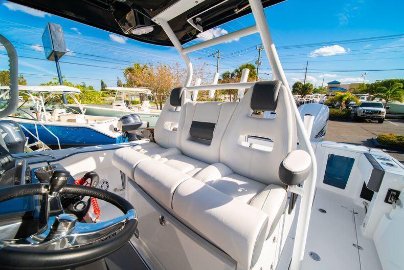Thumbnail 45 for New 2020 Blackfin 332CC boat for sale in Fort Lauderdale, FL