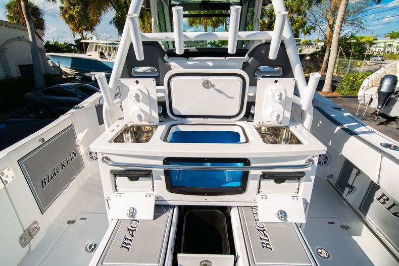 Thumbnail 23 for New 2020 Blackfin 332CC boat for sale in Fort Lauderdale, FL