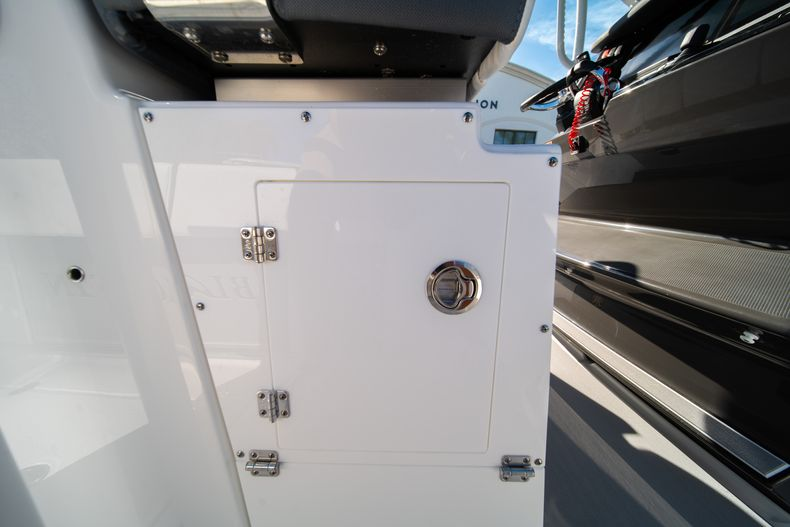 Thumbnail 29 for New 2020 Blackfin 332CC boat for sale in Fort Lauderdale, FL