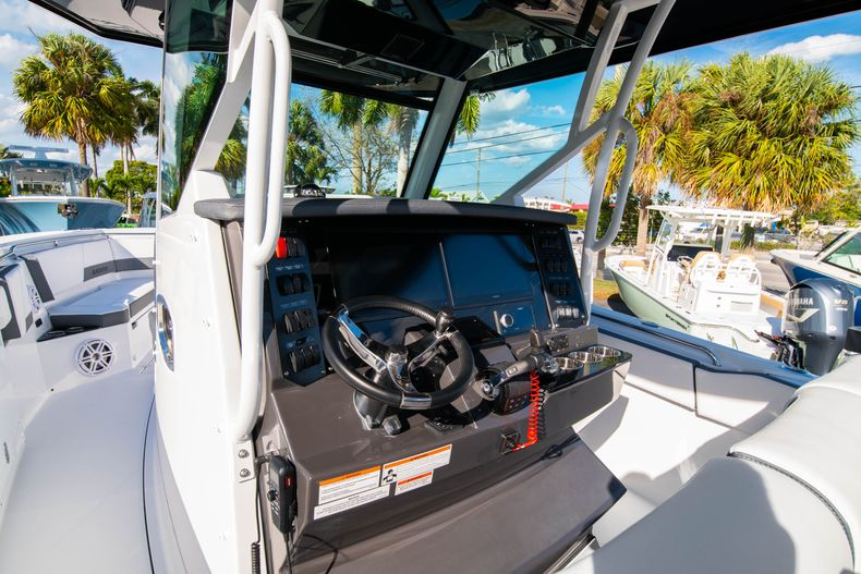Thumbnail 40 for New 2020 Blackfin 332CC boat for sale in Fort Lauderdale, FL
