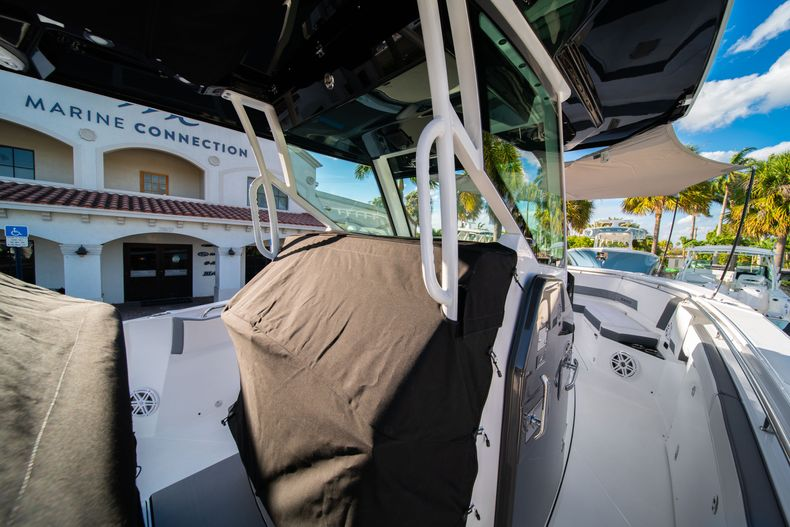 Thumbnail 67 for New 2020 Blackfin 332CC boat for sale in Fort Lauderdale, FL