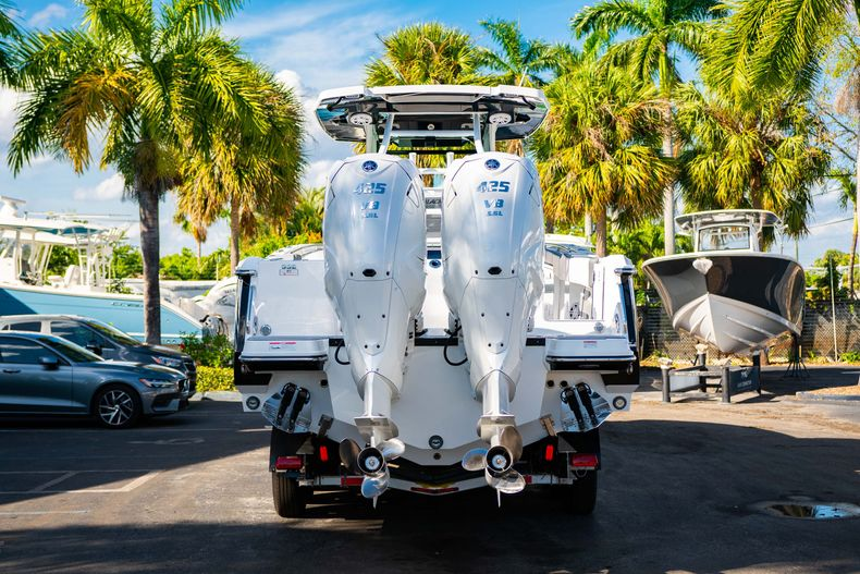 Thumbnail 8 for New 2020 Blackfin 332CC boat for sale in Fort Lauderdale, FL
