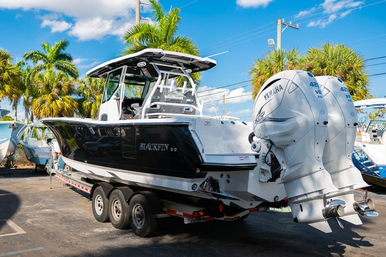 Thumbnail 7 for New 2020 Blackfin 332CC boat for sale in Fort Lauderdale, FL