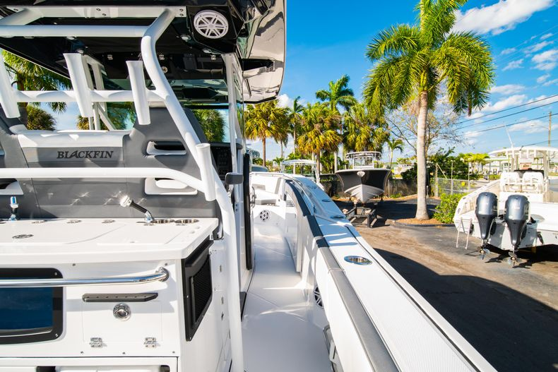 Thumbnail 19 for New 2020 Blackfin 332CC boat for sale in Fort Lauderdale, FL
