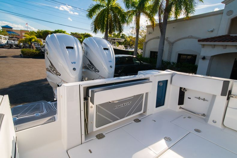 Thumbnail 11 for New 2020 Blackfin 332CC boat for sale in Fort Lauderdale, FL