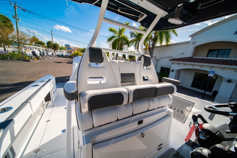 Thumbnail 42 for New 2020 Blackfin 332CC boat for sale in Fort Lauderdale, FL