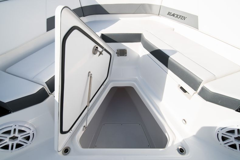 Thumbnail 57 for New 2020 Blackfin 332CC boat for sale in Fort Lauderdale, FL