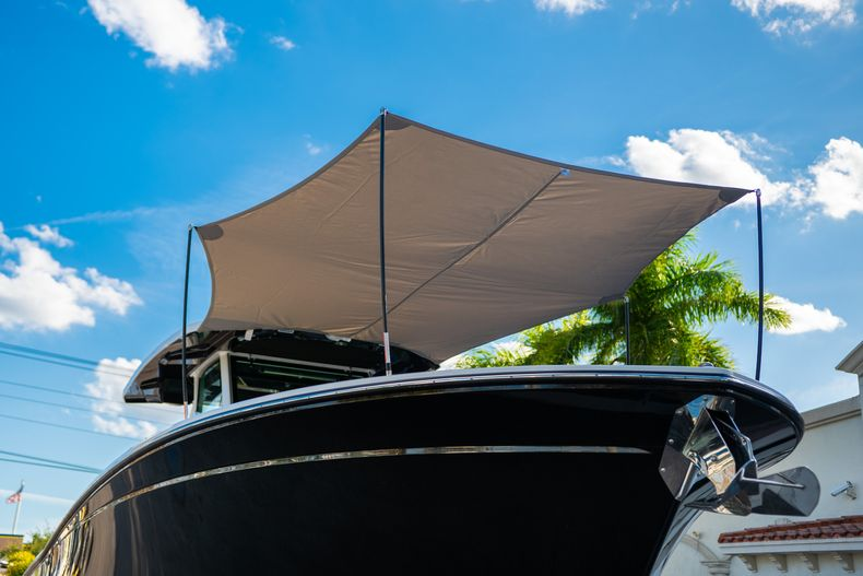Thumbnail 2 for New 2020 Blackfin 332CC boat for sale in Fort Lauderdale, FL