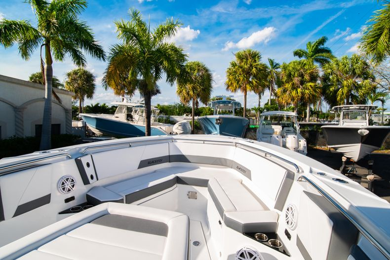 Thumbnail 51 for New 2020 Blackfin 332CC boat for sale in Fort Lauderdale, FL