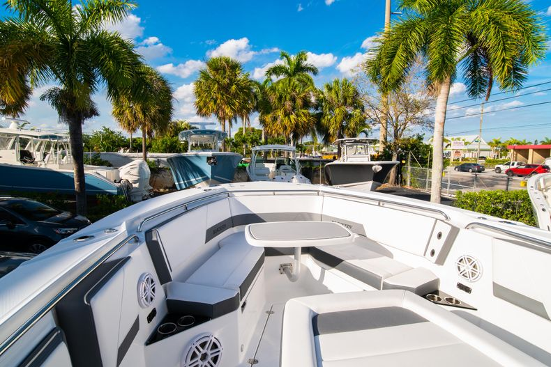 Thumbnail 53 for New 2020 Blackfin 332CC boat for sale in Fort Lauderdale, FL
