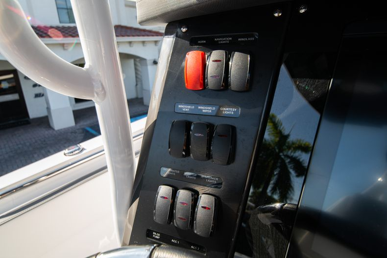 Thumbnail 38 for New 2020 Blackfin 332CC boat for sale in Fort Lauderdale, FL