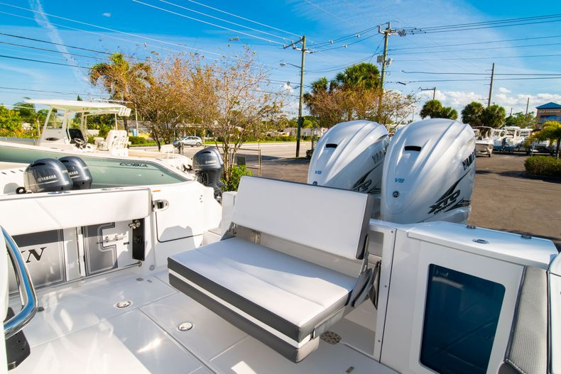 Thumbnail 16 for New 2020 Blackfin 332CC boat for sale in Fort Lauderdale, FL
