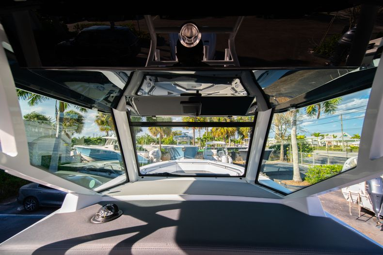 Thumbnail 39 for New 2020 Blackfin 332CC boat for sale in Fort Lauderdale, FL